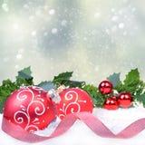 De Achtergrond van Kerstmis met ballen Stock Foto