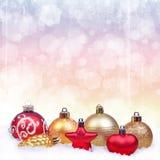 De Achtergrond van Kerstmis met ballen Royalty-vrije Stock Foto's