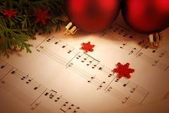 De achtergrond van Kerstmis met bladmuziek Stock Foto's