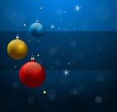 De achtergrond van Kerstmis met de glanzende ballen van Kerstmis Stock Fotografie