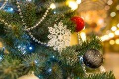 De achtergrond van Kerstmis met decoratie Stock Foto's