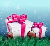 De achtergrond van Kerstmis met giftdoos Royalty-vrije Stock Afbeeldingen