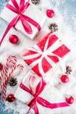 De achtergrond van Kerstmis met giften Royalty-vrije Stock Afbeeldingen