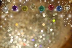 De achtergrond van Kerstmis met Kerstmisbal Stock Afbeelding