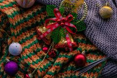De achtergrond van Kerstmis met klokken Royalty-vrije Stock Foto's