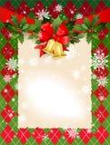 De achtergrond van Kerstmis met klokken en hulst Stock Fotografie