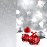 De achtergrond van Kerstmis met snuisterijen en plaats voor te royalty-vrije illustratie