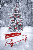 De achtergrond van Kerstmis van de winter Scène met rood element Conceptengra Stock Fotografie