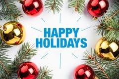 De achtergrond van de Kerstmisdecoratie met bericht` Gelukkige Vakantie ` Stock Foto's