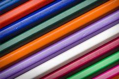De achtergrond van kleurenpotloden Stock Afbeeldingen