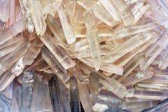 De achtergrond van kwartskristallen Royalty-vrije Stock Foto