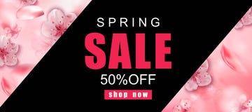 De achtergrond van de de lenteverkoop met roze kers komt realistische bloemen tot bloei vector illustratie