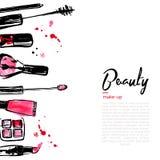 De achtergrond van manierschoonheidsmiddelen met maakt omhoog voorwerpen: lippenstift, poeder, borstel met plaats voor uw tekst D Stock Afbeelding