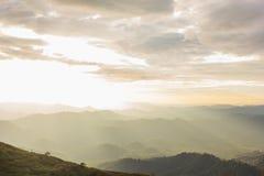 De achtergrond van Nernchang suek in zonsopgang is één van interessante plaatsen in Kanchanaburi stock foto