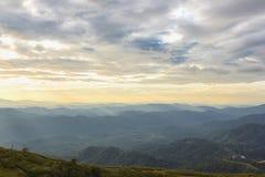 De achtergrond van Nernchang suek in zonsopgang is één van interessante plaatsen in Kanchanaburi stock fotografie