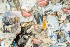 De achtergrond van Nice grunge van doorstane affiches wordt gemaakt die Stock Foto's