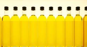 De achtergrond van olijfolieflessen Royalty-vrije Stock Fotografie