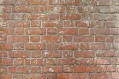 De achtergrond van oude uitstekende bakstenen muur, sluit omhoog Stock Afbeeldingen