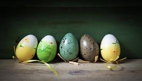 De achtergrond van Pasen met eieren Stock Foto