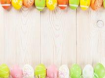 De achtergrond van Pasen met kleurrijke eieren Royalty-vrije Stock Foto's