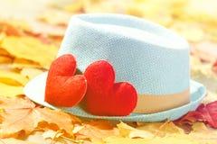 De achtergrond van de valentijnskaartendag Hart twee in bladeren Concept liefde Stock Foto