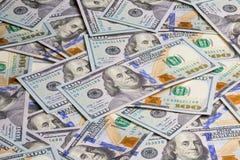 De achtergrond van vele 100 dollarsbankbiljetten Stock Foto's