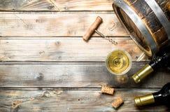 De achtergrond van de wijn Vat witte wijn royalty-vrije stock fotografie