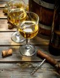 De achtergrond van de wijn Vat witte wijn stock afbeeldingen