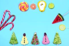De achtergrond van de de wintervakantie van suikergoedlollys Stock Afbeeldingen