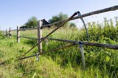 De achtergrond van de de zeisomheining van het dorpshulpmiddel stock foto's