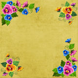 De achtergrondbloemhoeken op een oud canvas zullen voor creativiteit geschikt zijn Stock Foto