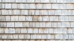 De achtergrondtextuur doorstond koloniale houten dakspanen stock foto's