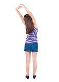 De achtermening van bevindende jonge mooie vrouw beduimelt omhoog Royalty-vrije Stock Foto's