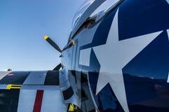 De achtermening van de kwart dichte omhooggaande haven van p-51 mustangoverdrukplaatjes Royalty-vrije Stock Fotografie
