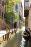 De achterstraat van Venetië Stock Foto