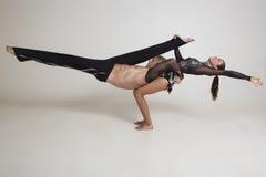 De acrobaten presteren Stock Afbeeldingen