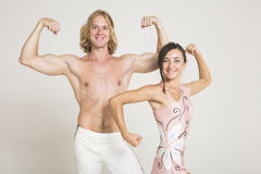 De acrobaten pronken met Stock Foto