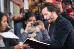 De acteur Keanu Reeves woont de Première van de Slagslag tijdens het Amerikaanse de Filmfestival van 41ste Deauville bij stock afbeeldingen