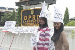 DE ACTIE EN KIJKT DE MOOIE STUDENTEN VAN DE DORPSmake-up VOOR INDONESIË 2014 Stock Afbeeldingen