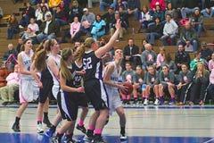 De Actie van het Basketbal van meisjes stock afbeeldingen