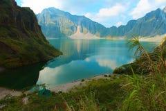 De actieve vulkaan Pinatubo en het kratermeer, Filippijnen Stock Foto
