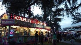 De activiteit van de nachtpret in Camellia Festival stock footage