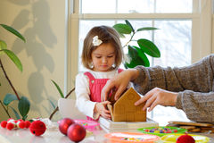 De activiteiten van de de pretfamilie van Kerstmis Stock Foto's