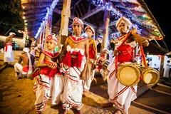 De actoren kleden zich omhoog voor Kandy Esala Perahera royalty-vrije stock afbeeldingen