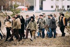 De actoren kleedden zich als burgers bij Sovjetgrondgebied onder Nazienoccu Royalty-vrije Stock Foto