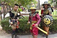 De actoren stellen een scène van de 18de eeuw in ayuthaya, Thailand weer in stock fotografie