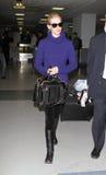 De actrice Januari Jones wordt gezien bij LOSSE luchthaven, CA Stock Foto's
