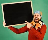 De advertentie van de de herfstmanier en presentatieconcept Mens in warme hoed royalty-vrije stock foto