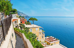 De afdaling aan villa's van Positano royalty-vrije stock foto's
