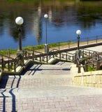De afdaling van de ladder aan de rivier Royalty-vrije Stock Fotografie